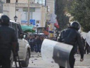 Tunus'ta İşsizliğe Tepki Eylemlerinde Kan Aktı