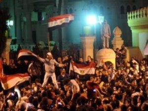 Mısırlılar Devrimin Beşinci Yılında Alanlara İndi