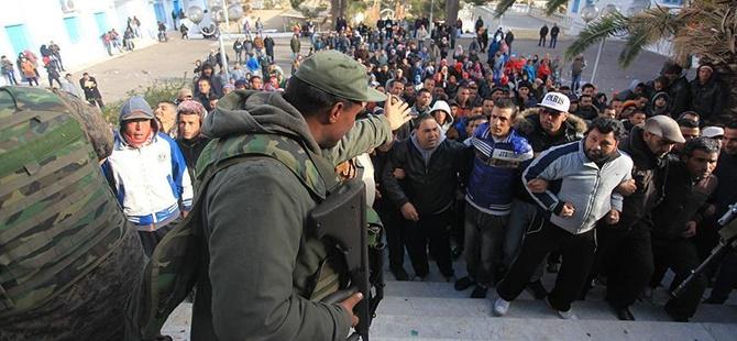 Tunus'taki İşsizlik Protestoları Devam Ediyor