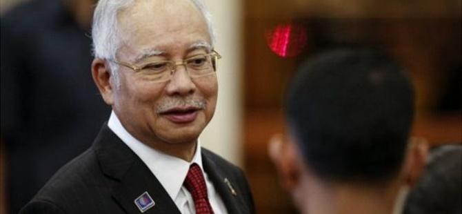 Malezya'da Başbakan Yolsuzluk İddialarından Aklandı