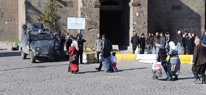 PKK'nın Hendek Kazması Sebebiyle Sur'da Yeni Göç Dalgası