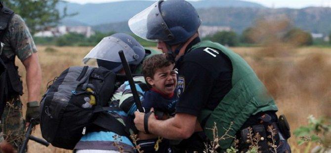 Makedonya Sınırındaki Sığınmacılar Yol Arıyor
