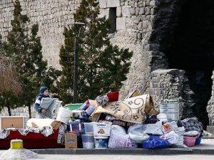 Sur'daki Halkın Evlerini Terk Edişi Sürüyor