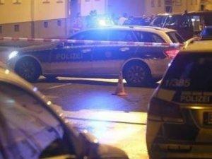 Almanya'da Sığınmacı Yurduna El Bombası Atıldı