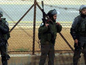 Siyonistler Bir Filistinliyi Katletti