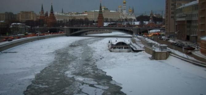 Moskova'da Evsizler Dondurucu Soğukla Mücadele Ediyor!
