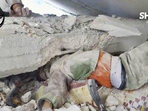 Suriyeli Çocuğun Enkaz Altındaki Yaşam Mücadelesi