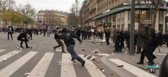 """Fransa İçişleri Bakanı'ndan """"Gösteri Yasağı"""" Talimatı"""