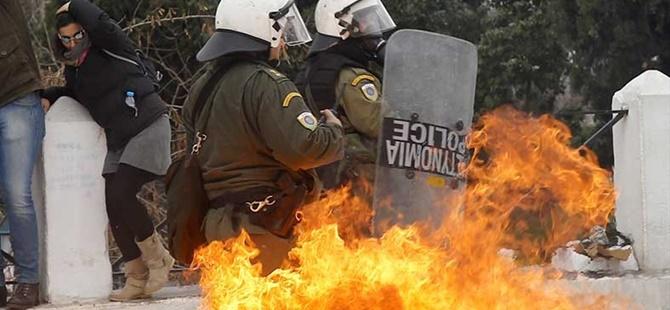 Yunanistan'da 24 Saatlik Grev: Polisle Protestocular Çatıştı
