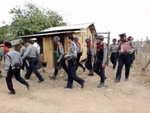 Myanmar Ordusu Halkın Malını Yağmaladı