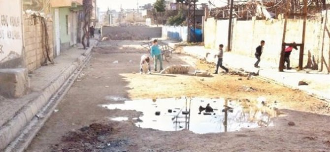 PKK'liler Küçücük Çocuklara Barikat Kurdurtuyor!