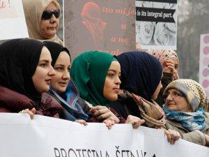 Bosna'da Başörtüsü Yasağı Kararına Tepki