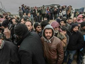 """""""Türkiye-Suriye Sınırındaki Mülteci Kamplarında Yer Kalmadı"""""""