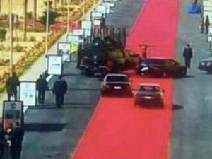 Sisi'nin Araç Konvoyuna Kırmızı Halı Serildi