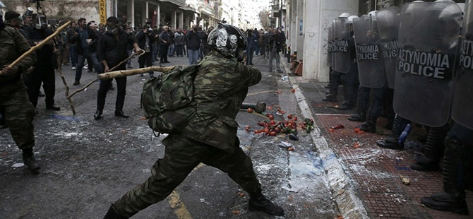 Yunanistanlı Çiftçiler Eylemlerini Atina'ya Taşıdı