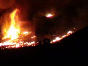 PKK'liler Okul Binalarını Ateşe Veriyor