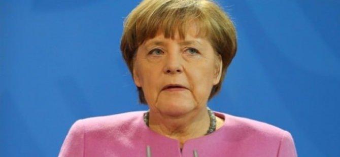 Merkel'den Suriye'de Uçuşa Yasak Bölge Açıklaması