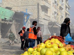 Rus Uçakları İdlib'de Pazar Yerini Vurdu