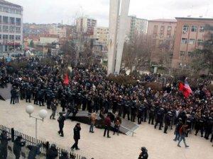 Kosova'da Gerilim Tırmanıyor