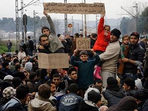 Mülteciler Makedonya-Yunanistan Sınırında Bekletiliyor!