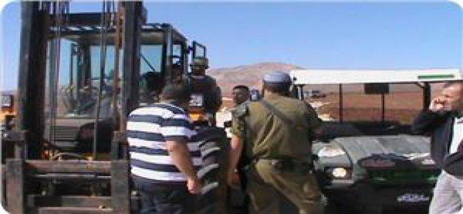İşgalciler El-Halil'de Bir Şirketin Araç ve Malzemelerini Gasp Etti