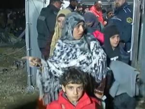 Binlerce Mülteci Yunanistan'da Mahsur!