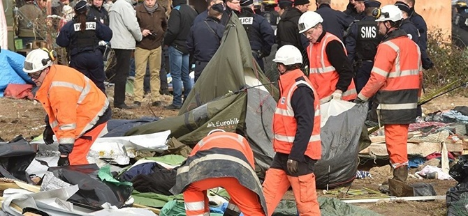 Fransa Bin 346 Mülteciyi Sınır Dışı Etti!