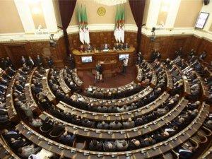 """Cezayir'den Hizbullah'ın """"Terör Örgütleri"""" Listesine Alınmasına İtiraz"""