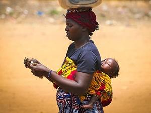 Dünyanın En Çaresiz Anneleri Gine'de!