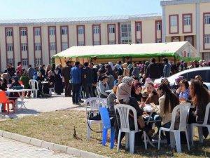 100. Yıl Üniversitesi Öğrencilerinden Suriyeli Çocuklar Yararına Kermes