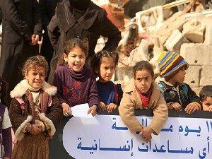 Darayya'da Kadın ve Çocuklardan Protesto Gösterisi