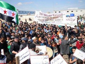 """Suriye Halkı """"Devrimimiz Sürüyor!"""" Sloganıyla Alanları Doldurdu!"""