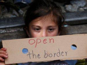 Binlerce Mülteci Makedonya-Yunanistan Sınırında Ölümle Boğuşuyor