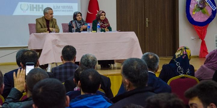 """Muş'ta """"İslami Bir Neslin İnşasına Doğru"""" Paneli Gerçekleştirildi"""