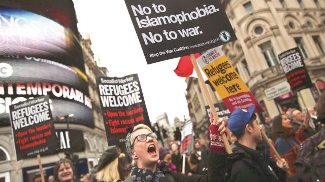 """Avrupa'da """"Duvarlara Hayır"""" Yürüyüşleri Düzelendi"""