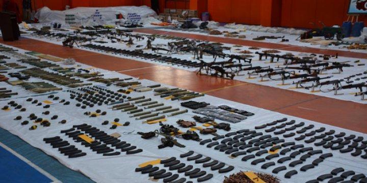 Bağlar'da Ele Geçirilen Silah ve Mühimmatlar Salona Sığmadı