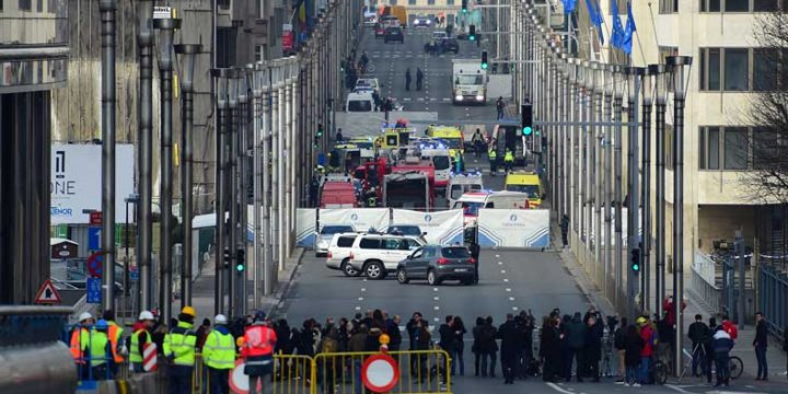 Brüksel'deki Patlama Canlı Bomba Saldırısı: En Az 13 Ölü