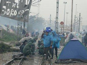 12 Bin Sığınmacının İdomeni'deki Bekleyişi Sürüyor
