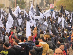 """Suriye'de """"Nebi'nin Bayrağını Yükseltin"""" Gösterileri Düzenlendi"""
