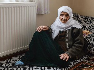 Hendek Zorbalığı Zezi Nineye 100 Yıldır Yaşadığı Yüksekova'yı Terk Ettirdi!