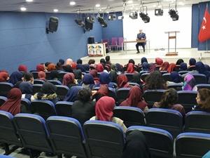 "Muş İlci İnşaat Kız Anadolu İHL'de ""Malazgirt Zaferi"" Konferansı"