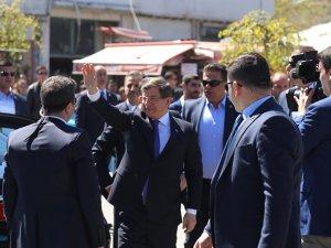 Davutoğlu Sur'da: 'Yangın Yerinde Gül Yetiştireceğiz'