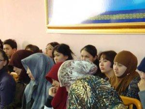 Kazakistan'da Okullarda Başörtü İzni Yolda
