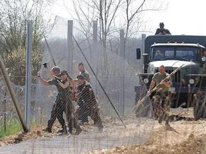 Macaristan, Sırbistan Sınırındaki Jiletli Tel Örgüleri Güçlendiriyor!