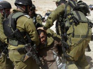 İşgalci İsrail 899 Filistinli Çocuğu Gözaltına Aldı