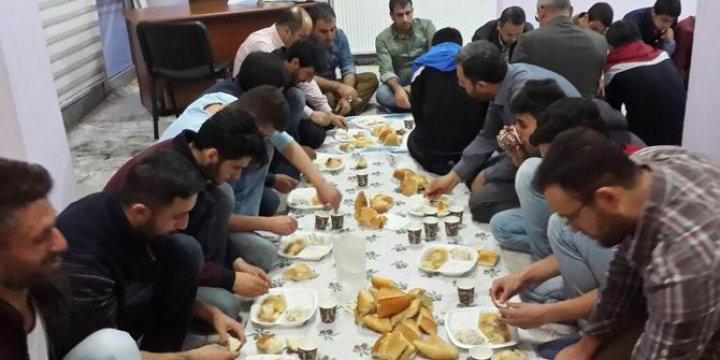 Muş Özgür-Der'de Geleneksel Cuma Yemek İkramı Devam Ediyor