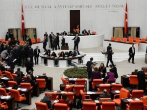 """AK Parti """"Dokunulmazlıklar""""  ile  İlgili Teklifi İmzaya Açtı"""