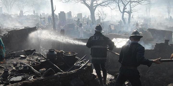 Hindistan'daki Yangında Hayatını Kaybedenlerin Sayısı 110 Oldu