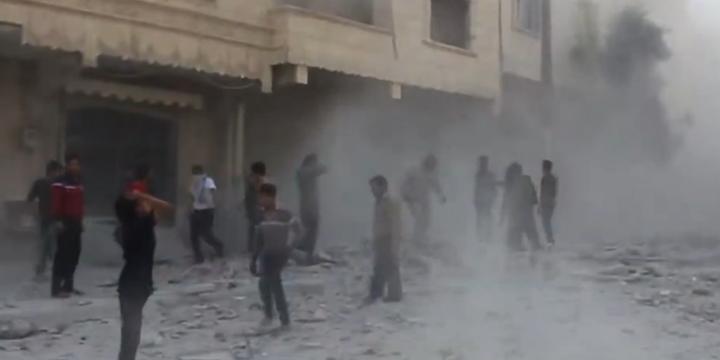"""Esed Rejimi """"Ateşkes""""e Rağmen Varil Bombalarıyla Saldırıyor!"""