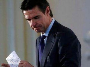 Panama Belgeleri Bir Bakanı Daha Koltuğundan Etti!